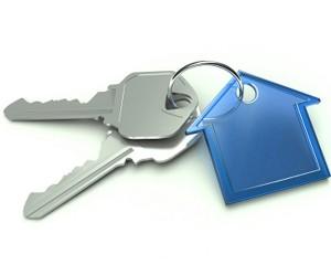 llaves con llavero de una casa